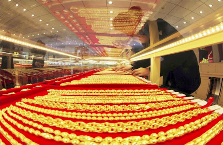 Giá vàng hôm nay ngày 8/4: Vàng tiếp tục leo dốc