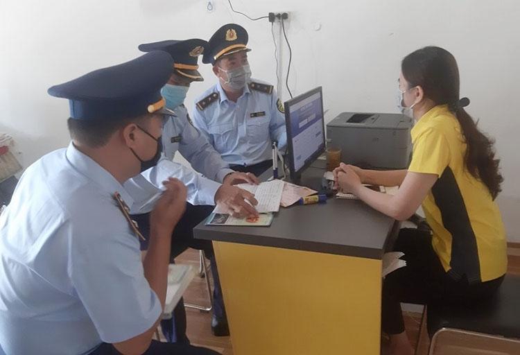 Đội Quản lý thị trường số 3 trực tiếp làm việc với các bưu cục trên địa bàn huyện Đức cơ và Chư Prông