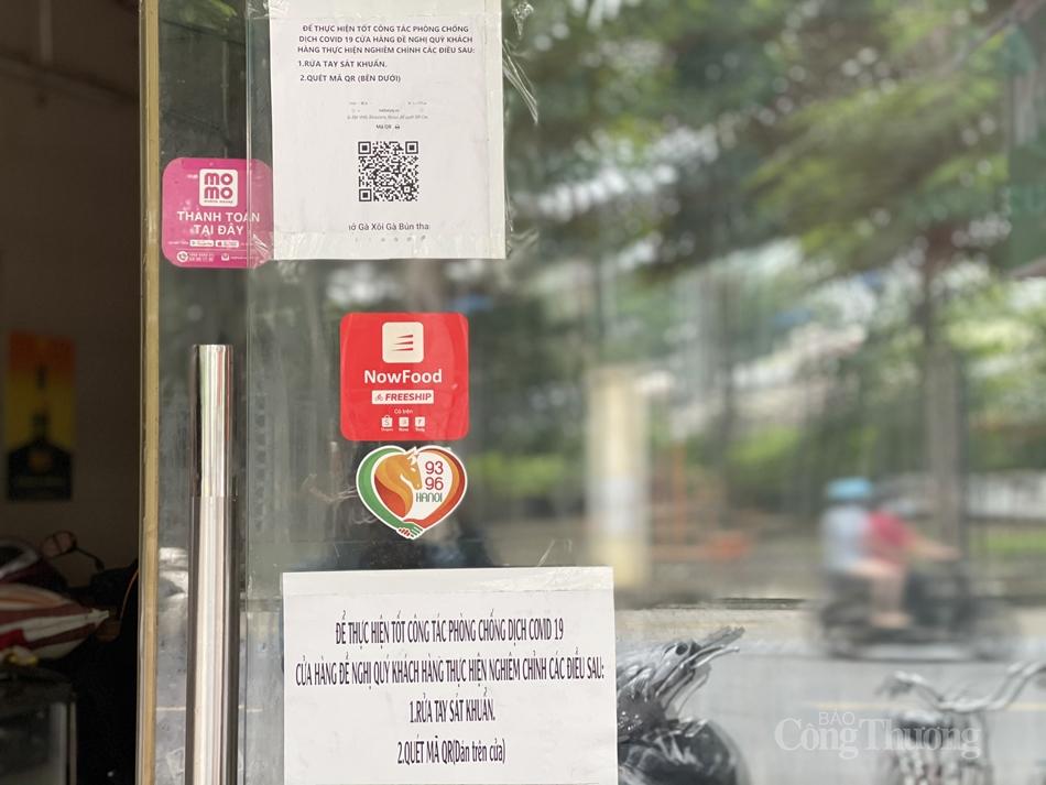 Dù mở trở lại nhưng UBND Thành phố cũng yêu cầu các cơ sở kinh doanh, dịch vụ hoạt động theo sự quản lý, giám sát, kiểm tra của chính quyền địa phương. Thực hiện đầy đủ các biện pháp phòng, chống dịch theo quy định, yêu cầu khai báo y tế bắt buộc với nhân viên; thực hiện 5K, quét mã QR Code bắt buộc với khách đến mua hàng, thường xuyên vệ sinh, khử khuẩn tại cơ sở; hạn chế tối đa tiếp xúc trực tiếp…