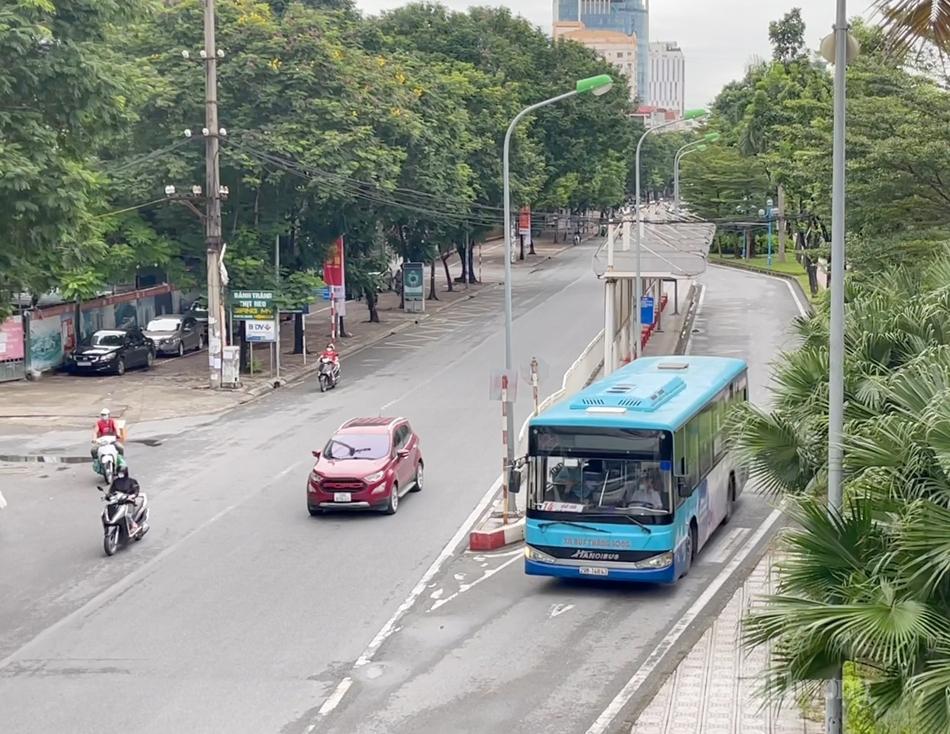 Các tuyến xe buýt, taxi, cơ sở dịch vụ lưu trú… được hoạt động trở lại