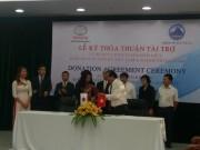 Toyota Việt Nam trao tặng xe buýt Coaster cho Đà Nẵng