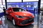 """Toyota Việt Nam """"dội bom"""" thị trường bằng giá mới"""