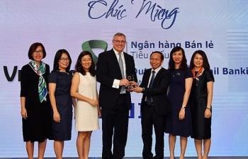 vietcombank nhan giai thuong ngan hang ban le tieu bieu nam 2018