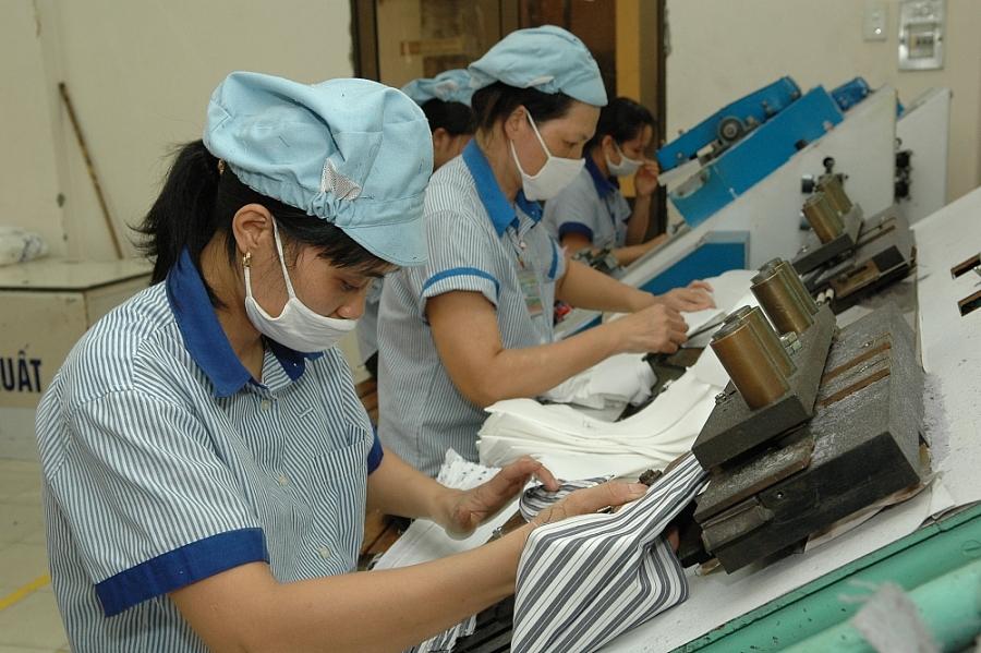 Ngành dệt may: Coi trọng lao động nữ