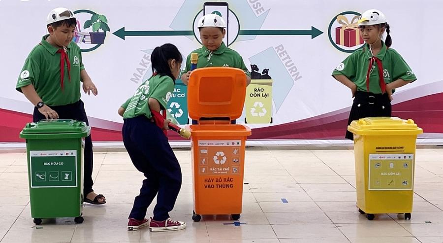 """Tìm lời giải cho """"bài toán"""" rác thải nhựa"""