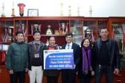 PLC tặng gia đình cầu thủ Phạm Xuân Mạnh và Phan Văn Đức 100 triệu đồng
