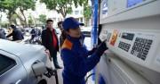 Giá xăng không tăng, giá dầu giảm