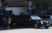 Đoàn xe hộ tống Tổng thống Barack Obama tiếp nhiên liệu tại CHXD Petrolimex Sài Gòn