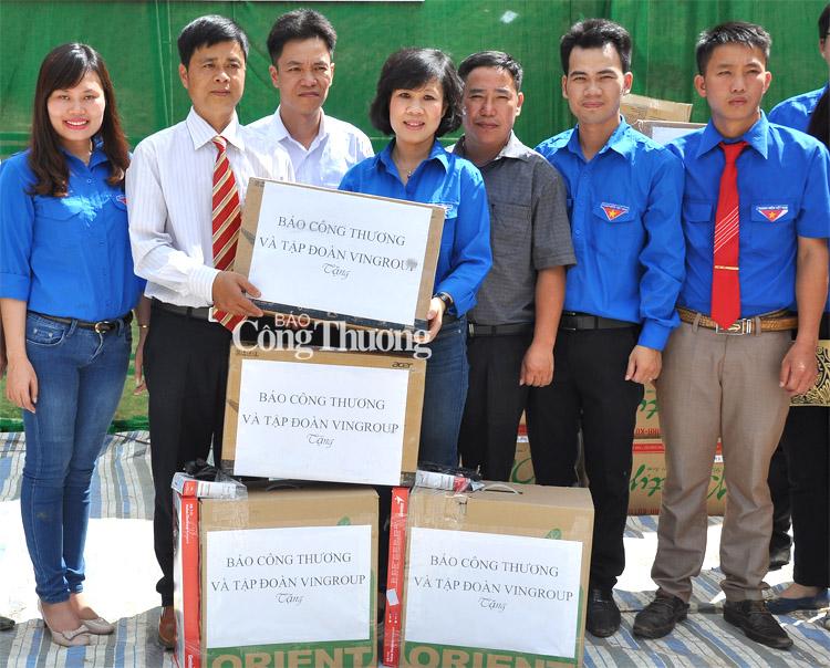 Chung tay giúp đỡ học sinh nghèo vùng biên