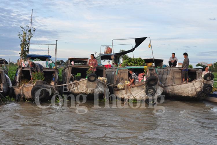 Nét nguyên sơ phiên chợ miền sông nước