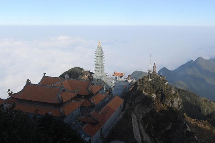 Nóc Đông Dương đẹp tựa thiên đình với quần thể văn hóa tâm linh hùng vĩ