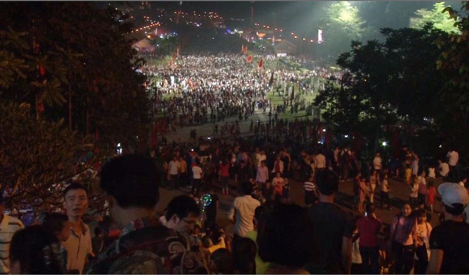 Người dân nô nức Ngày lễ Đền Hùng