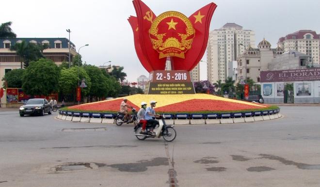 Cử tri Hà Nội nô nức đi bỏ phiếu