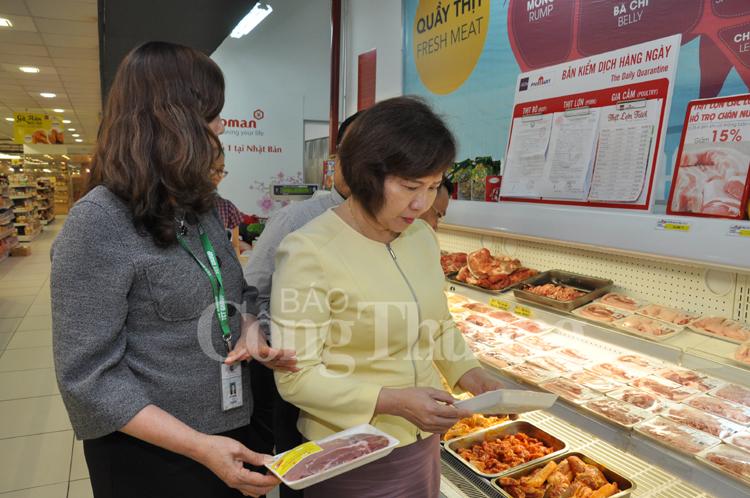 """""""Giải cứu"""" thịt lợn: Lãnh đạo Bộ Công Thương trực tiếp kiểm tra chuỗi cung ứng"""