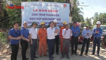 """Đoàn Thanh niên Bộ Công Thương bàn giao công trình """"Thắp sáng đường quê"""" tại huyện đảo Lý Sơn"""