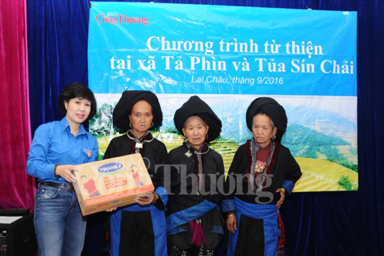 Báo Công Thương chia sẻ khó khăn với đồng bào tỉnh Lai Châu