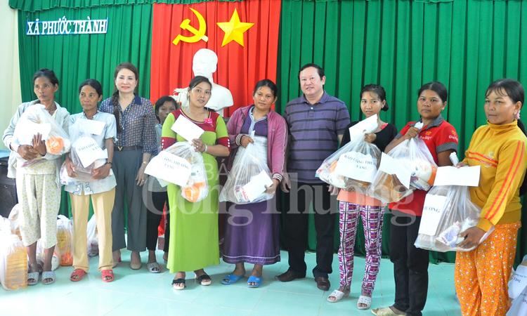 Báo Công Thương chia sẻ khó khăn với đồng bào Raglai ở Ninh Thuận