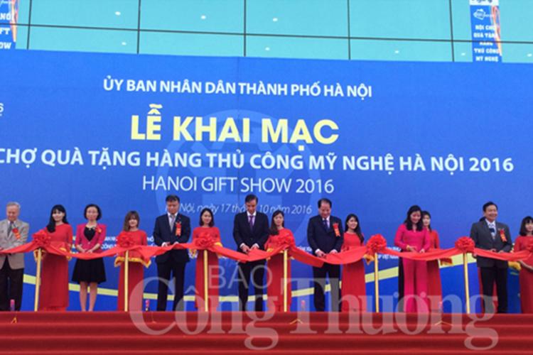 Khai mạc Hội chợ quà tặng hàng thủ công mỹ nghệ Hà Nội 2016