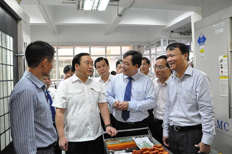 Lãnh đạo Hà Nội thăm và làm việc tại Trường đại học Công nghiệp