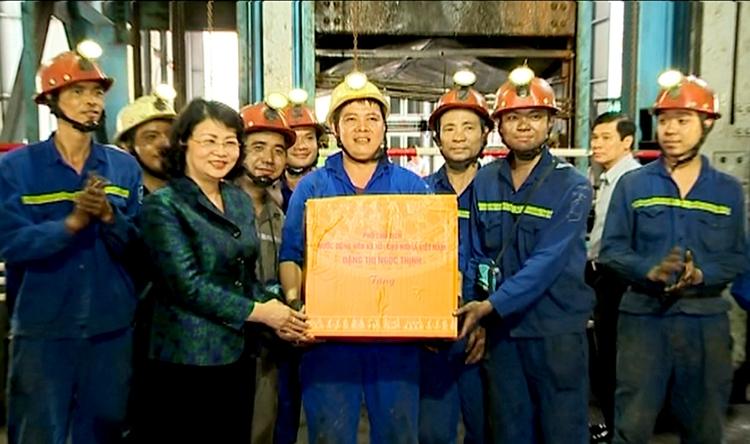 Phó Chủ tịch nước Đặng Thị Ngọc Thịnh Kiểm tra, giám sát công tác thi đua khen thưởng tại TKV