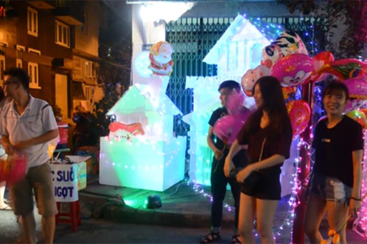 Sinh viên Sài Gòn tranh thủ kinh doanh dịp Noel