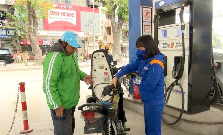 """Giá xăng dầu giảm sâu, hàng tiêu dùng, vận tải vẫn """"đứng im"""""""