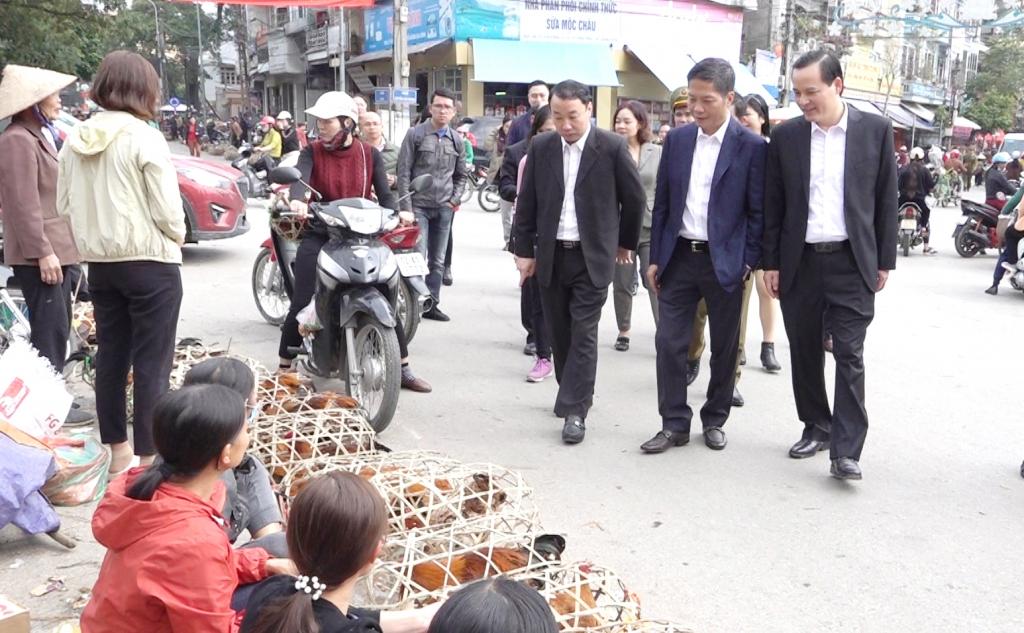 Bộ trưởng Trần Tuấn Anh thị sát tình hình thương mại biên giới tại Lạng Sơn ngày áp Tết