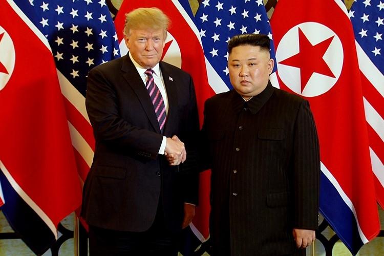 Cú bắt tay lịch sử Trump - Kim ở Hà Nội: Thượng đỉnh chính thức bắt đầu