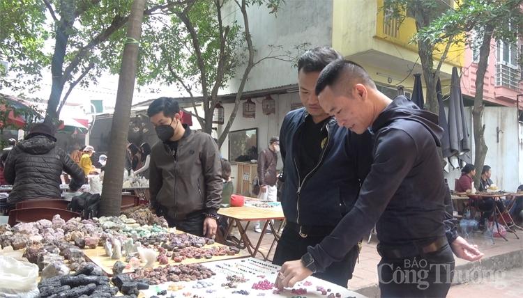 Khám phá những viên đá hiếm tại chợ phiên giữa lòng thủ đô