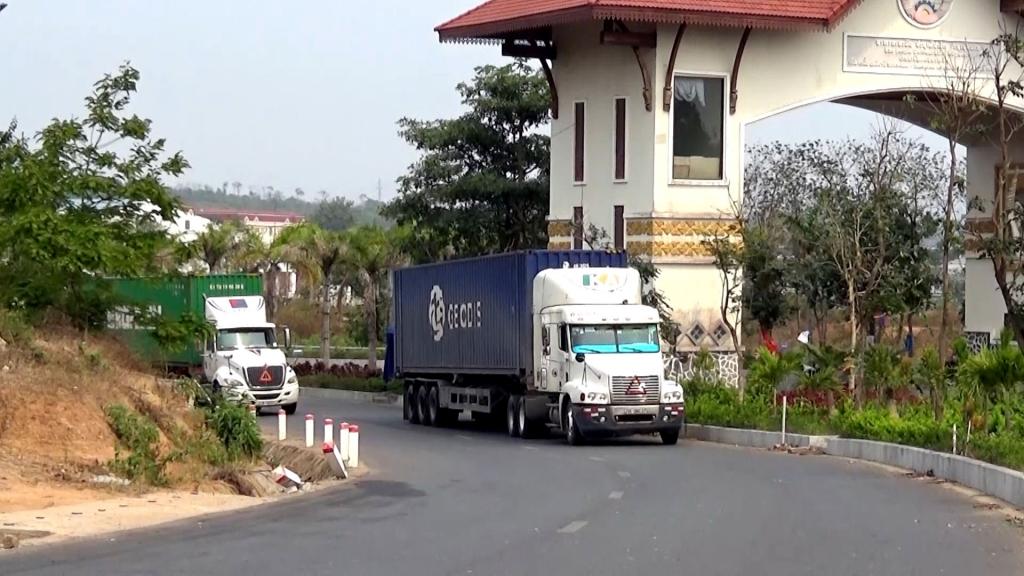 Chung tay tìm giải pháp thông quan hàng hoá tại Lao Bảo