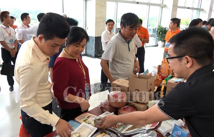 Hiệu quả kết nối xuất nhập khẩu nông thủy hải sản qua Lào Cai
