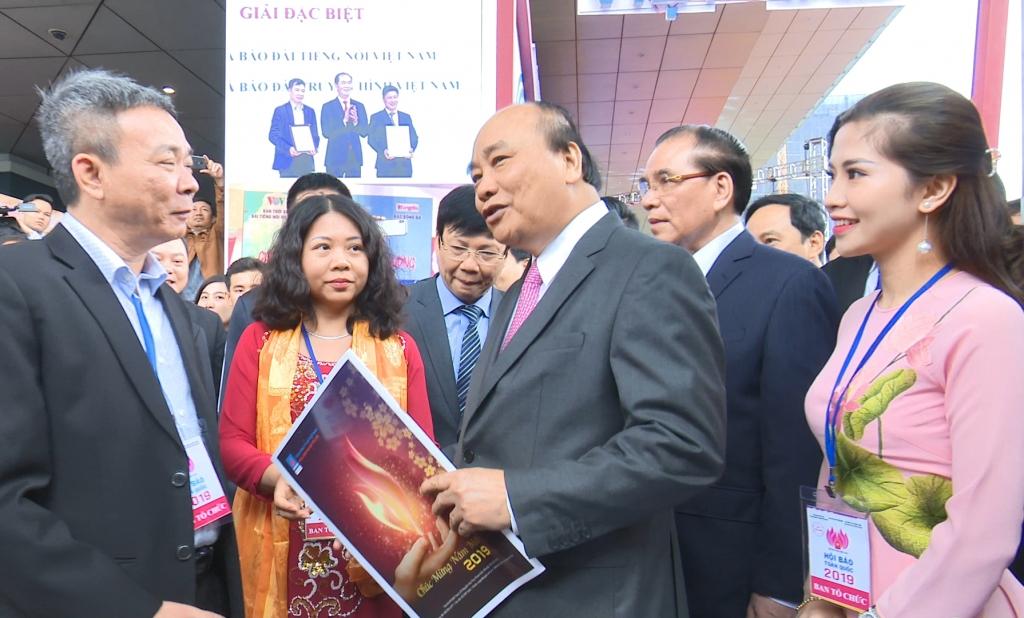 Báo chí xung kích thúc đẩy phát triển kinh tế và doanh nghiệp