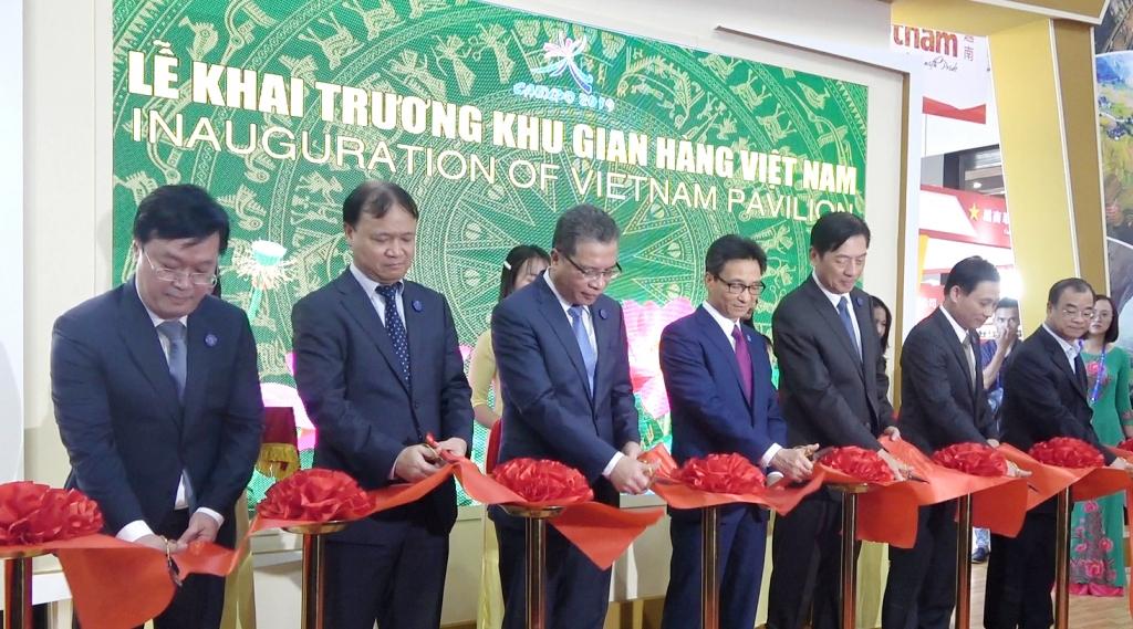 Phó Thủ tướng Vũ Đức Đam khai trương Khu gian hàng Việt Nam tại CAEXPO 2019
