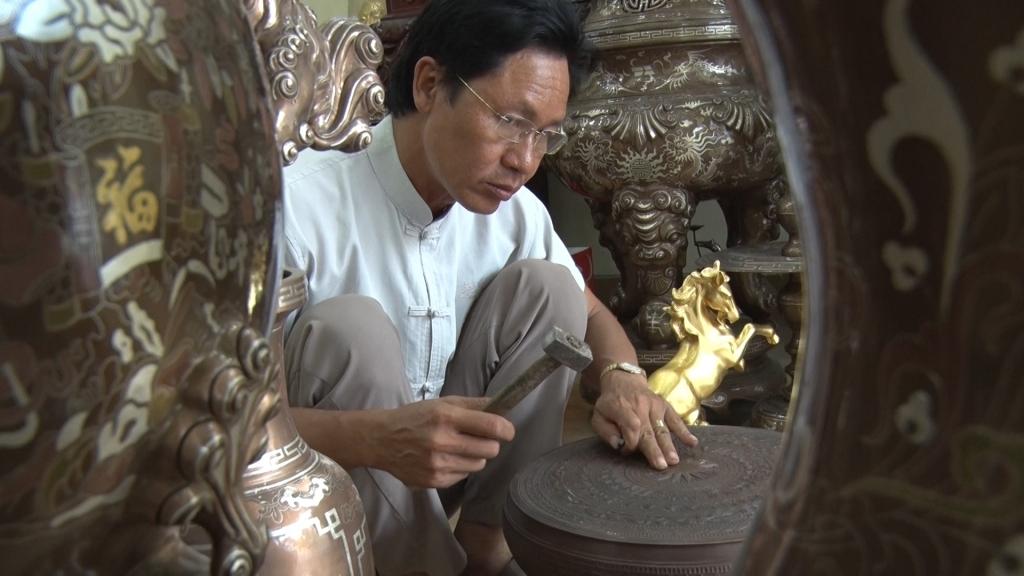 Nghệ nhân đúc đồng Dương Bá Dũng: Thổi nhiệt huyết vào mỗi sản phẩm