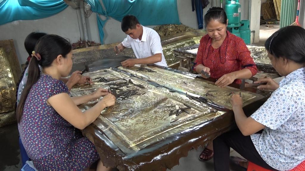 Văn Hanh trăn trở giữ uy tín nghề chạm bạc