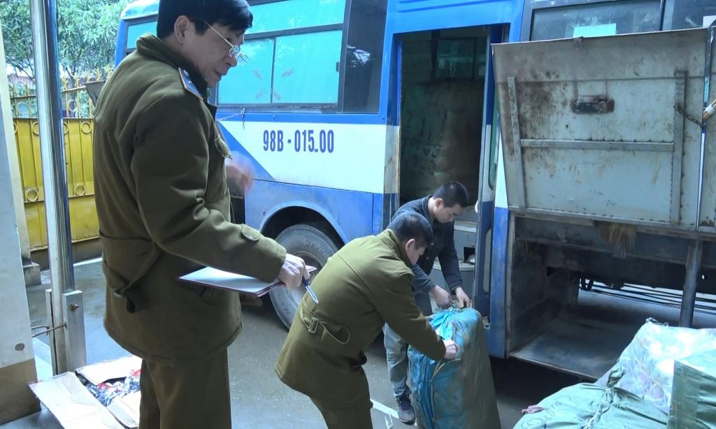 """""""Nóng"""" ngăn chặn hàng lậu cuối năm ở Lạng Sơn"""